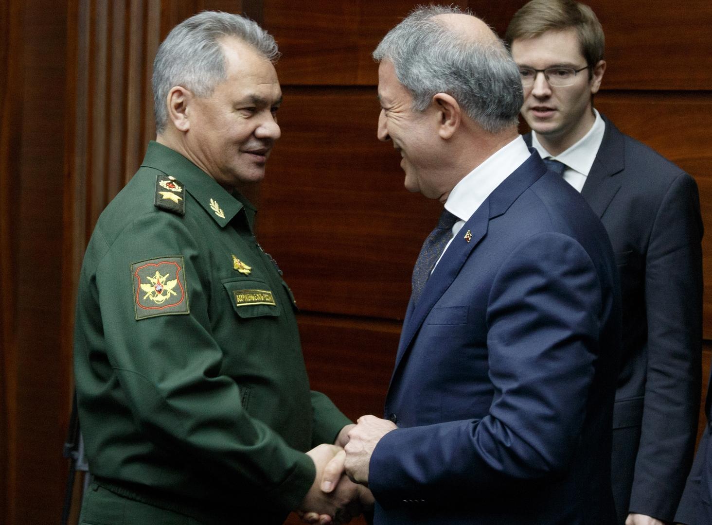 وزيرا الدفاع الروسي، سيرغي شويغو، والتركي، خلوصي أكار - أرشيف