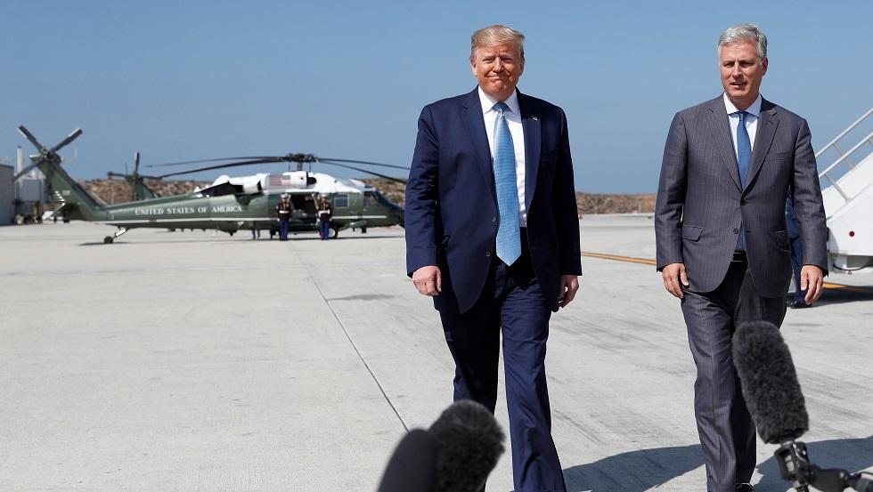الرئيس الأمريكي دونالد ترامب مع مستشاره للأمن القومي روبرت أوبراين