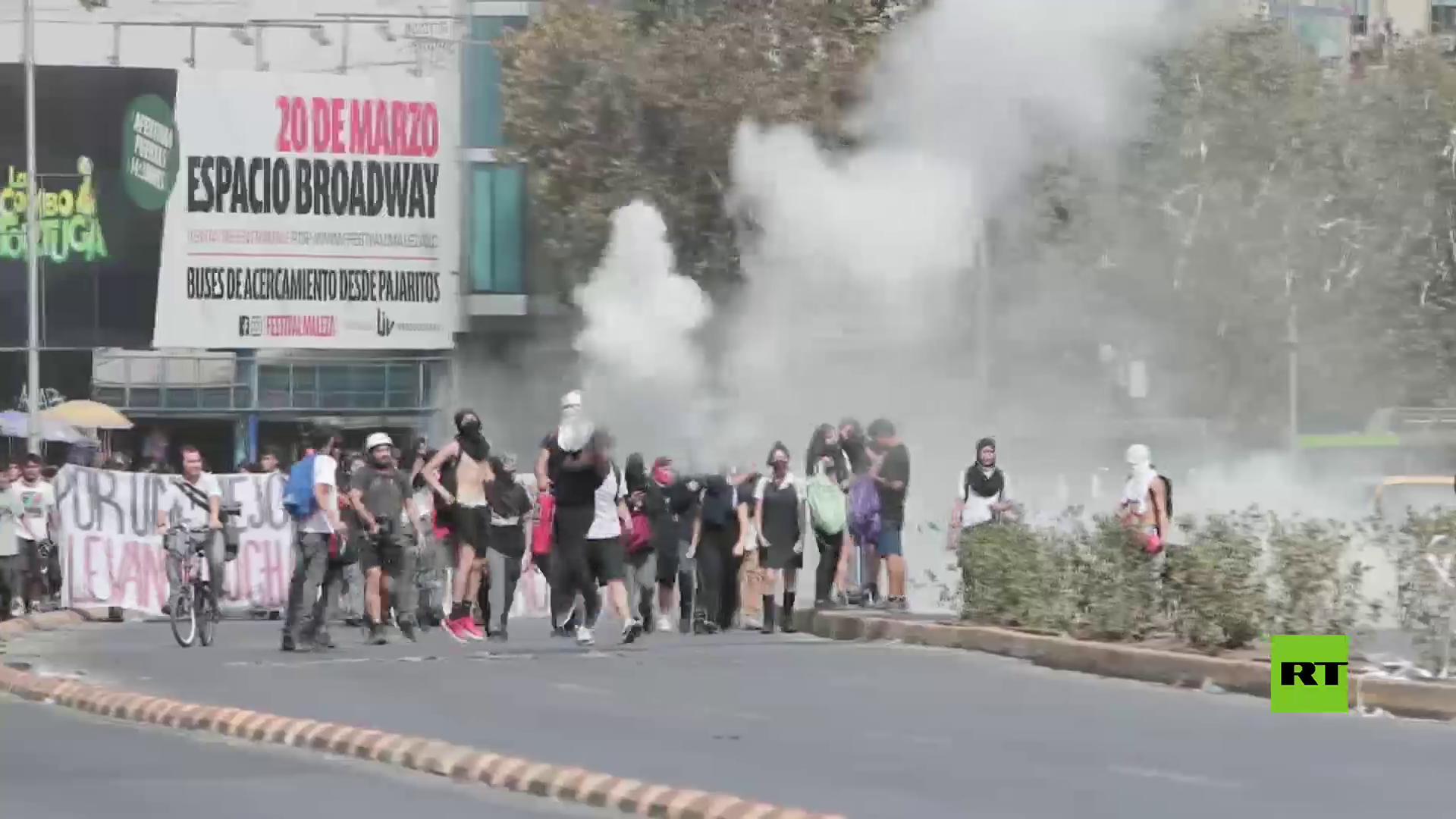 سنتياغو.. مطالبات طلابية بتنحي الرئيس التشيلي