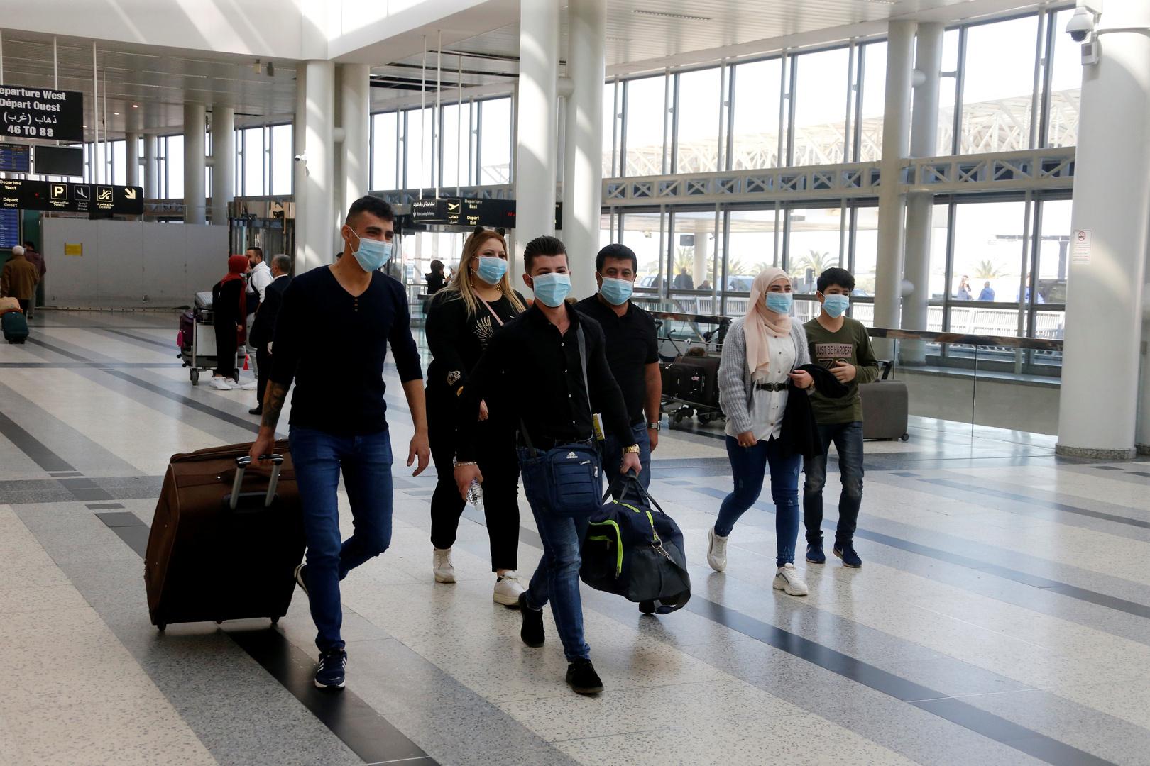 استغاثة من سوريين عالقين في مطار بيروت.. ممنوعون من دخول بلادهم