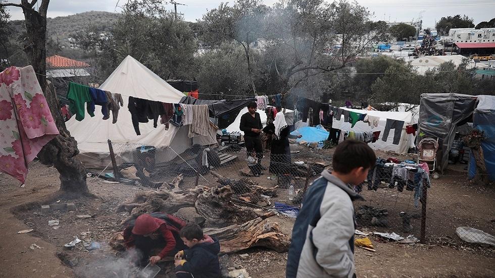 مخيم عشوائي للمهاجرين قرب مخيم موريا في جزيرة ليسبوي اليونانية