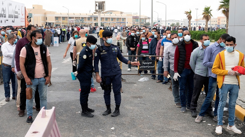 الكويت تنفي ممارسة القاهرة ضغوطا لإدخال عمال مصريين إليها