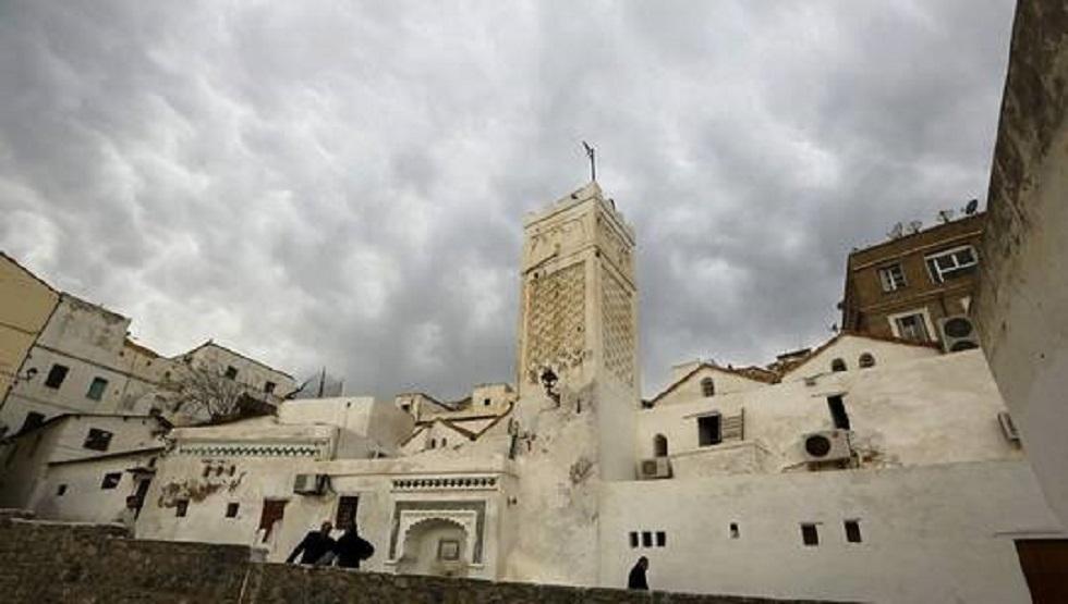 الجزائر.. فتوى تحرم ارتياد المصابين بكورونا المساجد والأماكن العامة