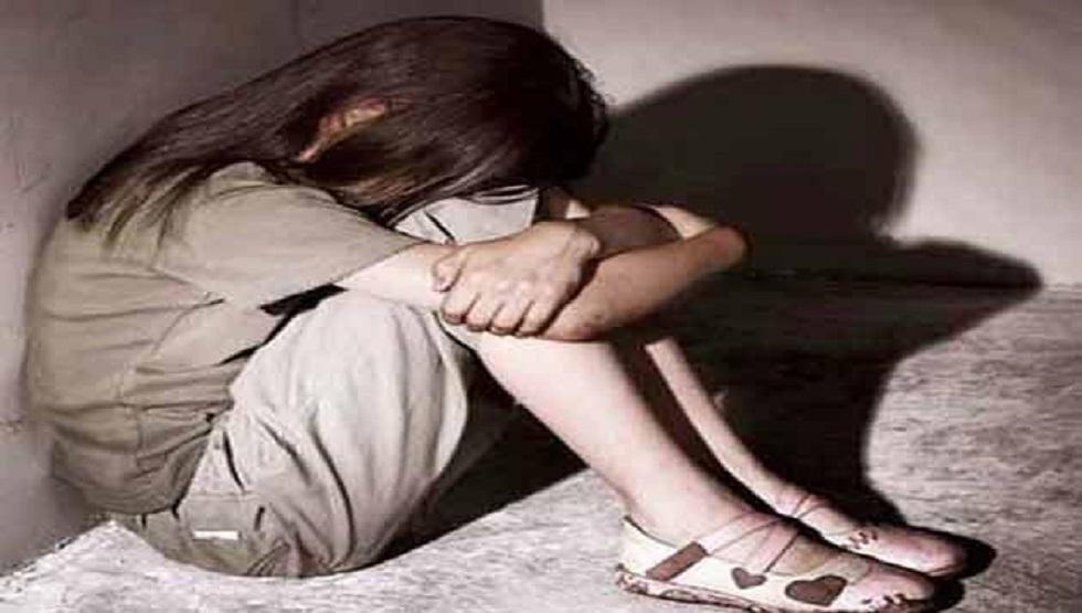 فتاة تتهم بالاعتداء الجنسي على طفلة