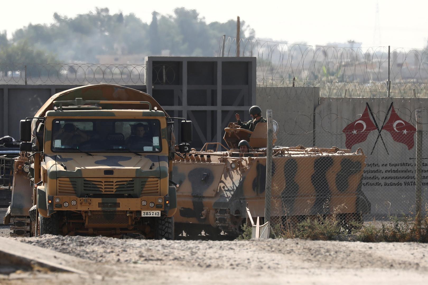 عسكريون أتراك على الحدود مع سوريا