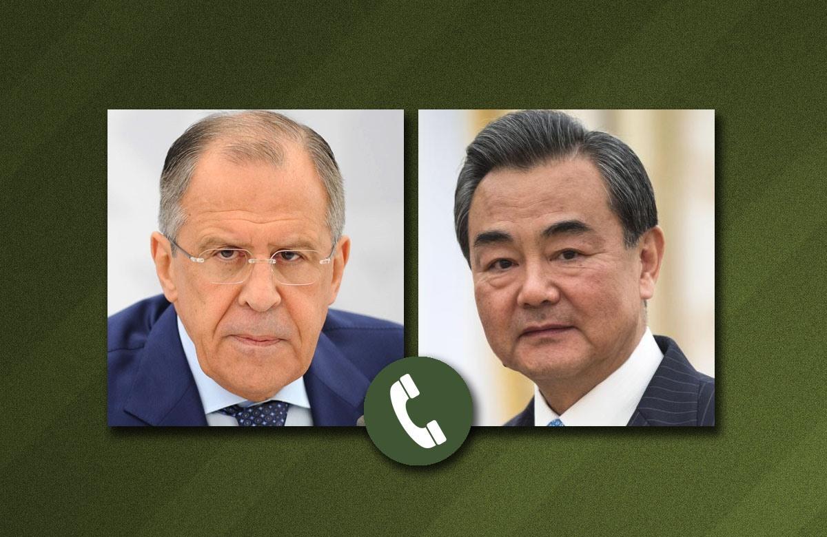 وزيرا الخارجية الصيني، وان إي، والروسي، سيرغي لافروف.