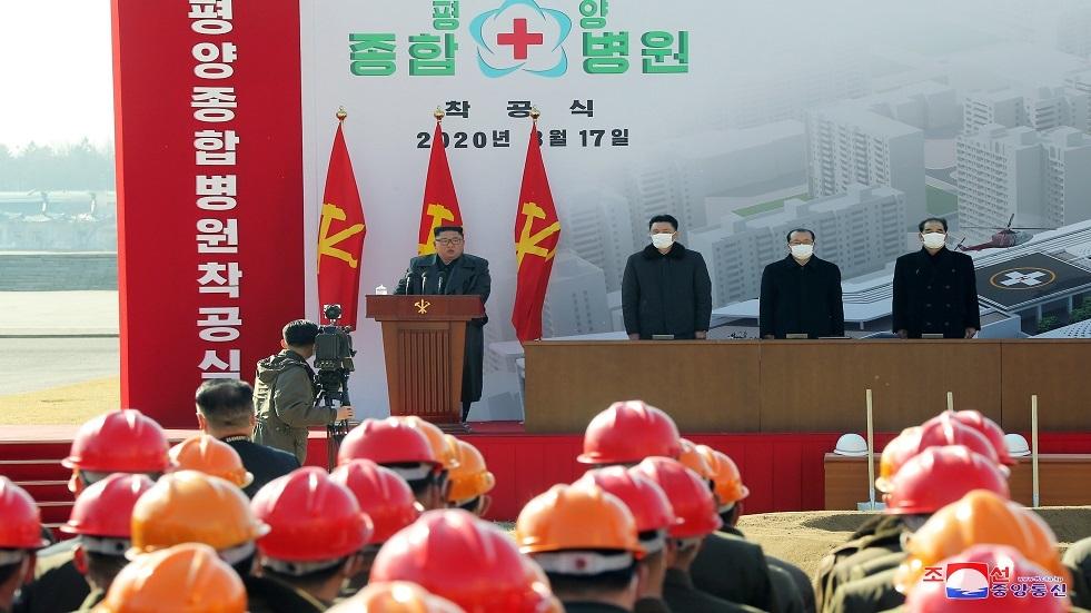 زعيم كوريا الشمالية يظهر في بيونغ يانغ بعد غياب من دون كمامة