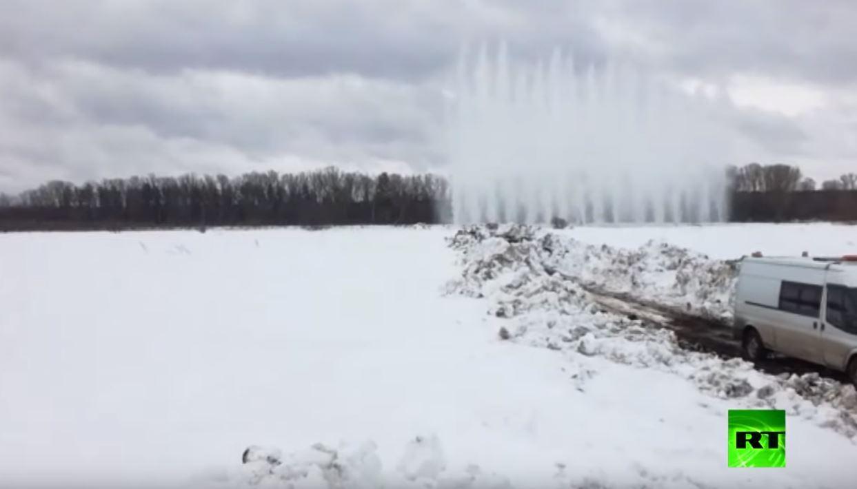 تفجير نهر متجمد في إقليم ألتاي الروسي
