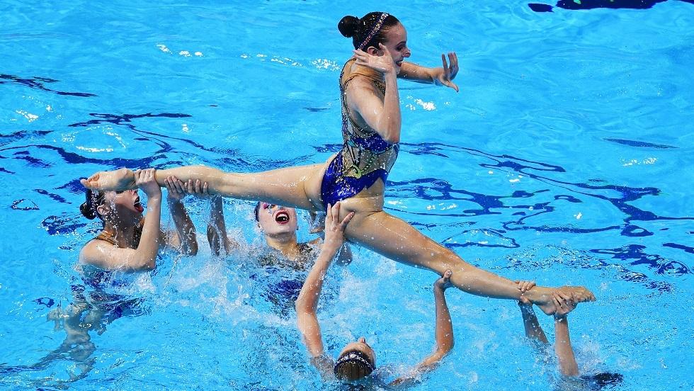شاهد.. فتيات روسيا للسباحة الإيقاعية يقدمن رقصة رائعة تحت الماء