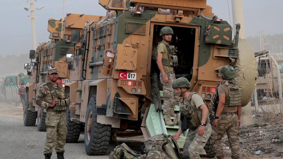 عناصر من الجيش التركي على الحدود مع سوريا