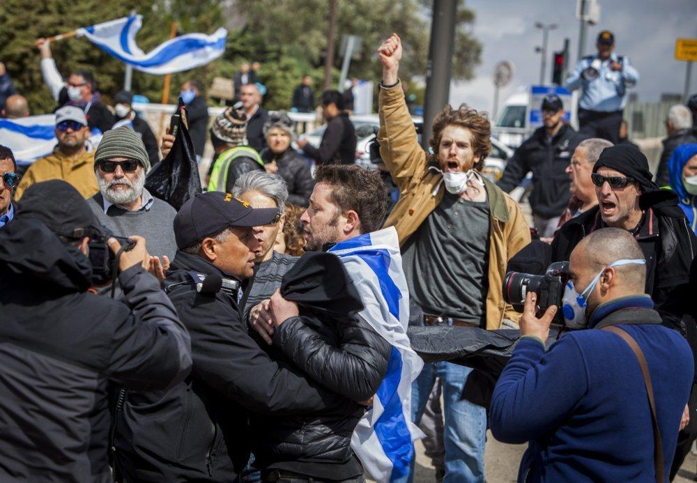 اشتباكات بين الشرطة الإسرائيلية ومتظاهرين أمام مقر الكنيست - 19 مارس 2020