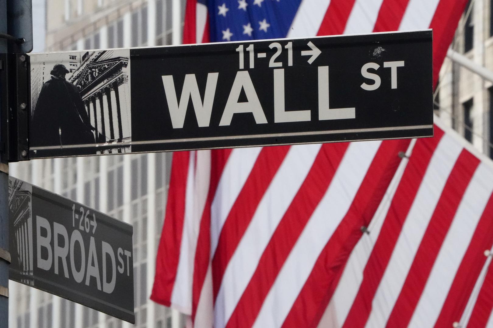 لافتة طريق إلى وول ستريت في نيويورك