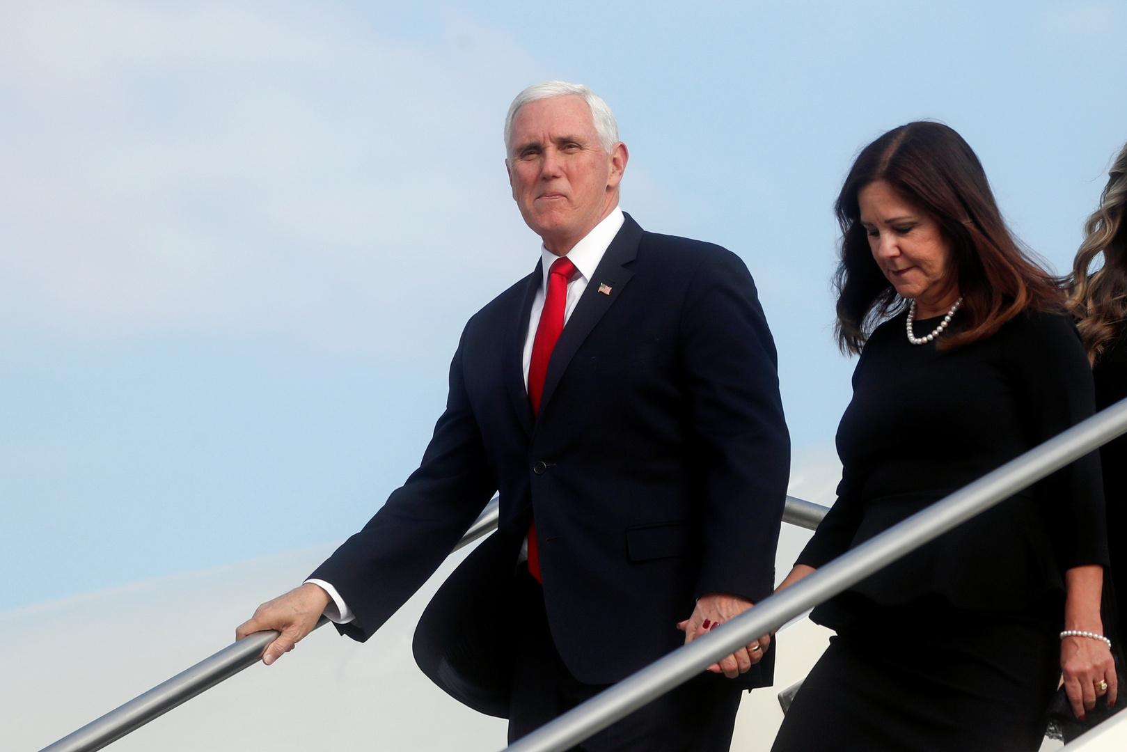 نائب الرئيس الأمريكي مايك بينس وزوجته