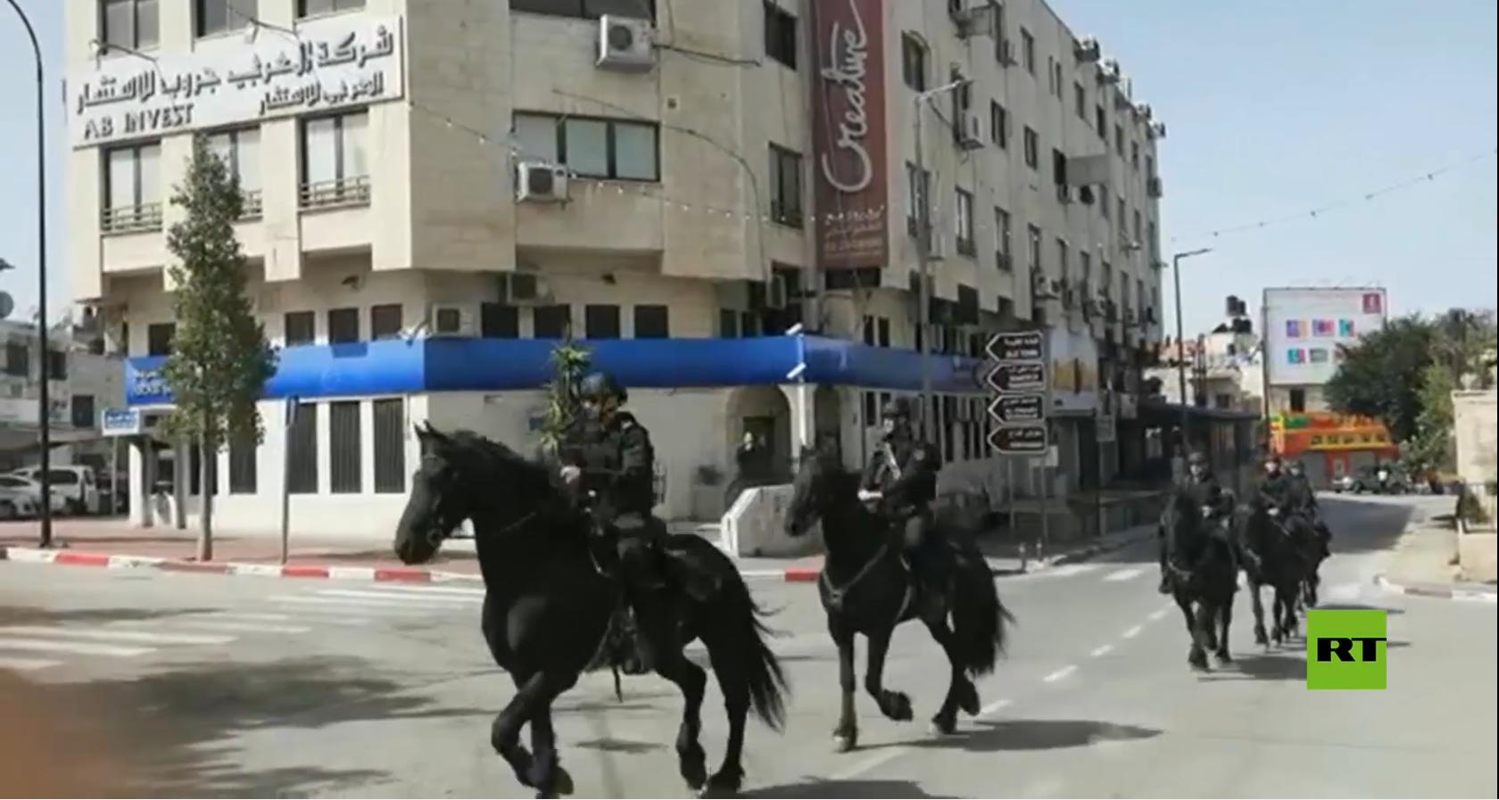 دوريات أمنية من الخيالة لفرض حظر التجول في رام الله
