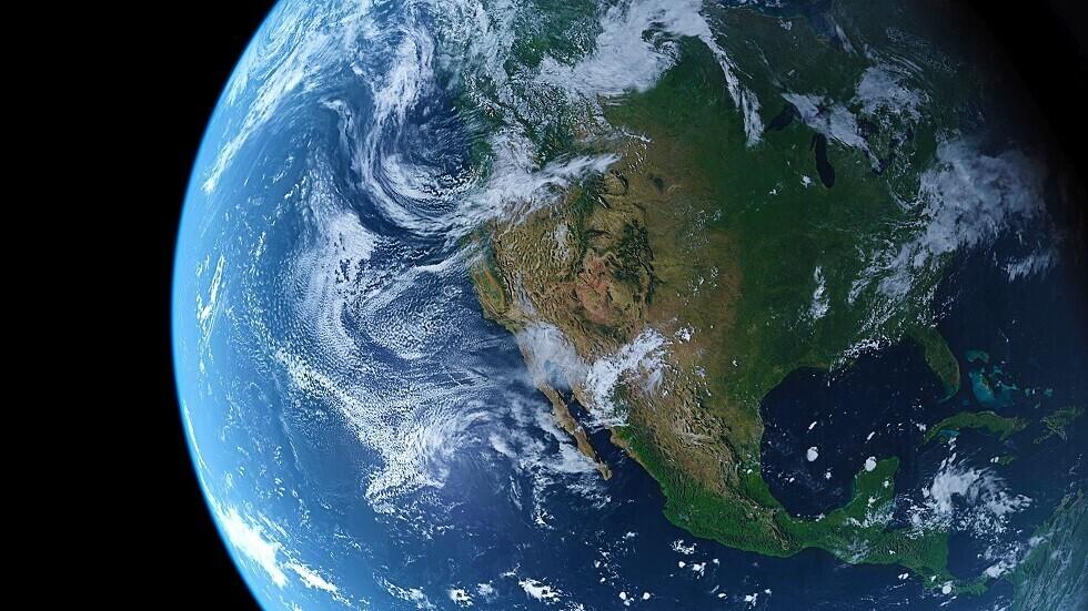 شاهد الأرض وهي تكمل دورتها حول الشمس على بعد مليون ميل في الفضاء