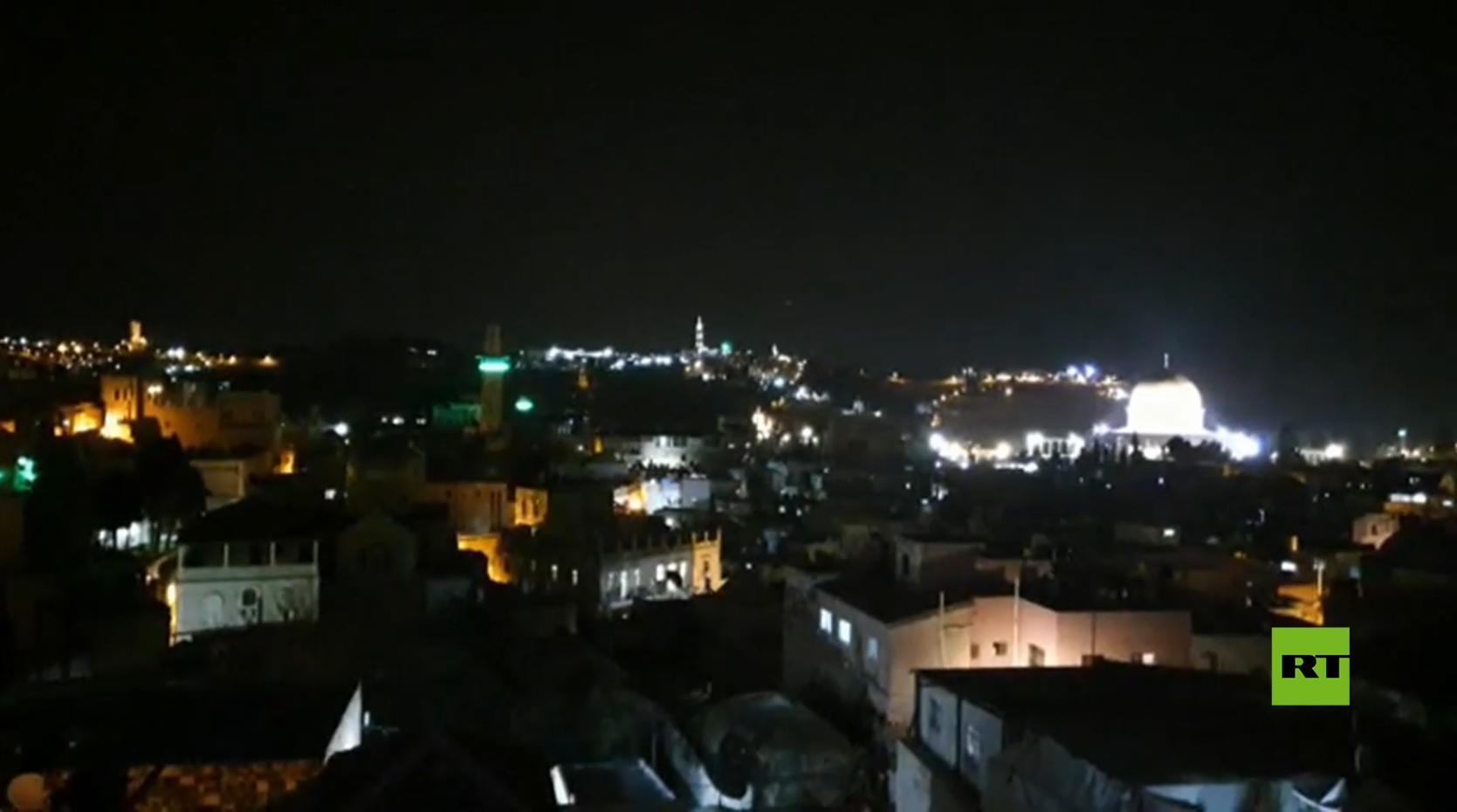 بعد إغلاق المسجد الأقصى.. سكان القدس يكبرون من أسطح المنازل