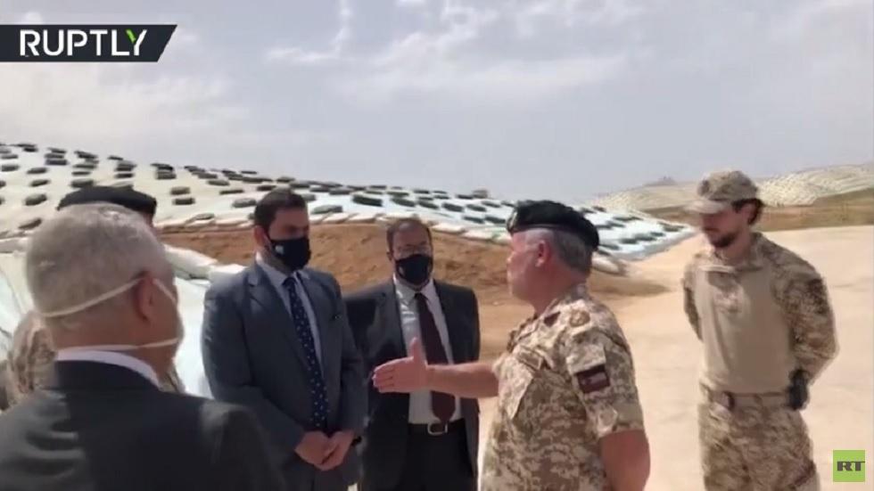العاهل الأردني يتفقد المخزون الغذائي الاستراتيجي في ظل أزمة كورونا