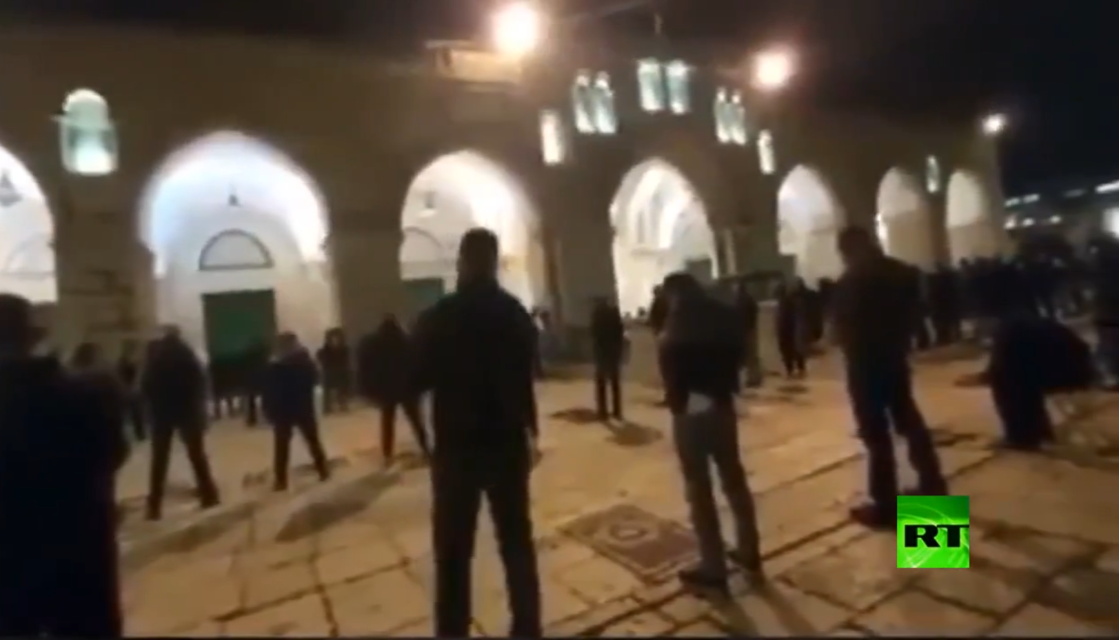 شاهد.. آخر صلاة في المسجد الأقصى قبل إغلاقه!