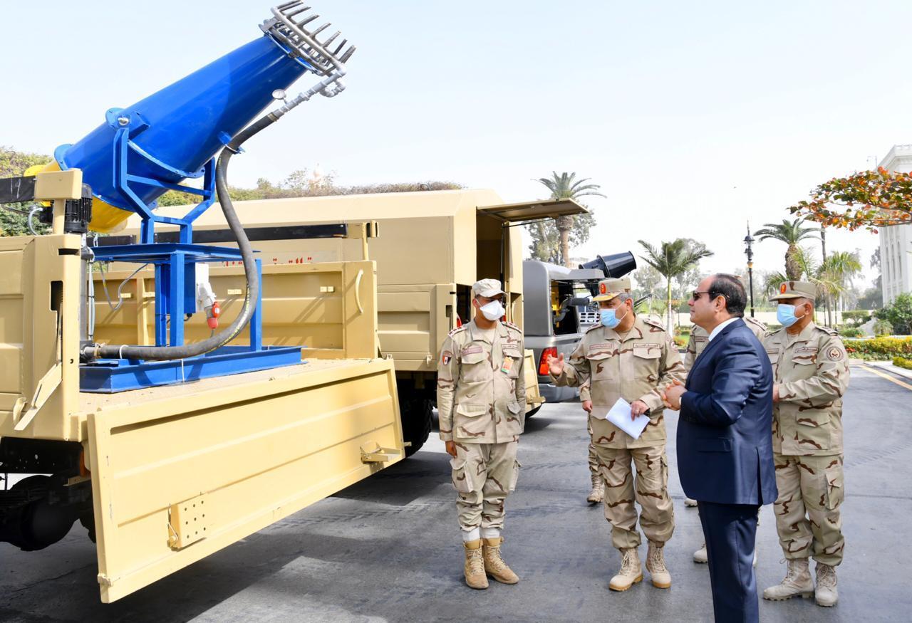 السيسي أمام أجهزة الجيش المصري