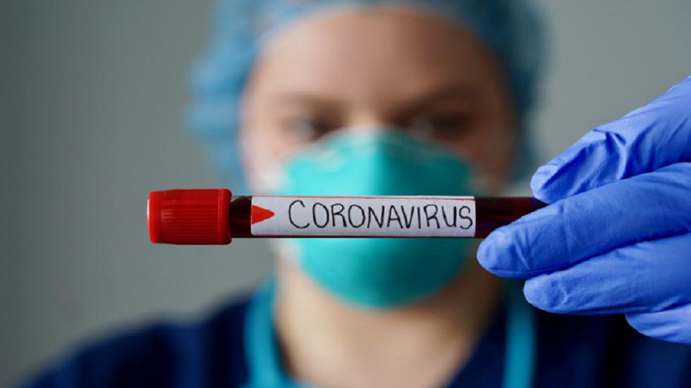 Video af en daglig rengøringsrutine for en amerikansk sygeplejerske midt i Corona-krisen, der fejer Internettet