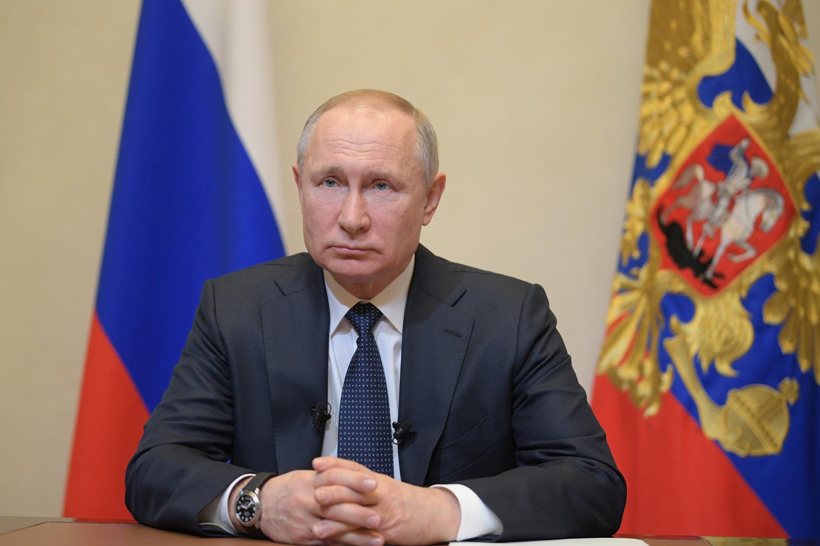 الرئيس فلاديمير بوتين يوجه خطابا متلفزا إلى الشعب الروسي بشأن وضع تفشي فيروس كورونا المستجد في البلاد
