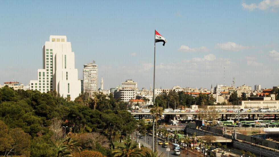 علم سوريا وسط دمشق
