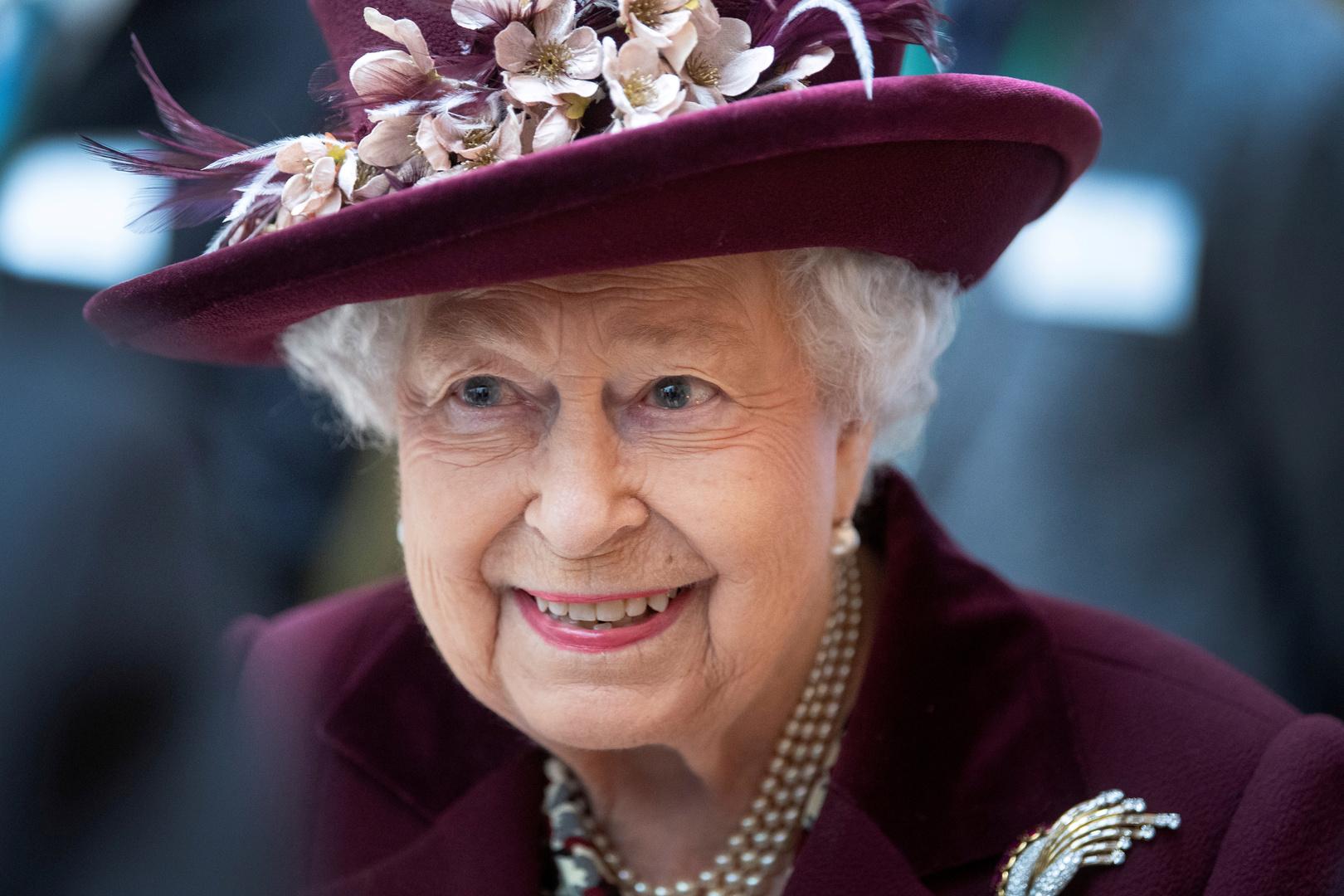 كيف استطاعت الملكة إليزابيث الحفاظ على صحتها طيلة 94 عاما.. السر داخل الحقيبة الجلدية!
