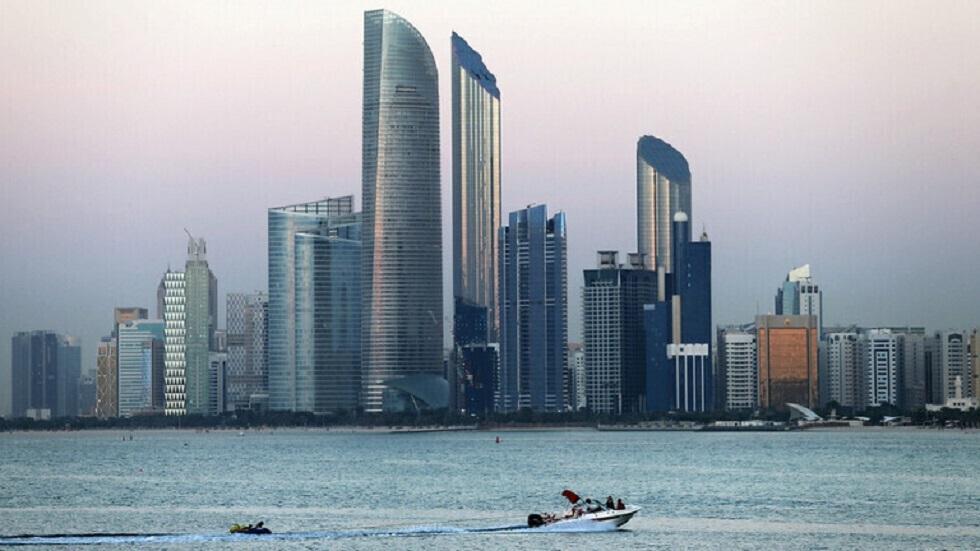 الإمارات تستثني 17 قطاعا من برنامج التعقيم الوطني