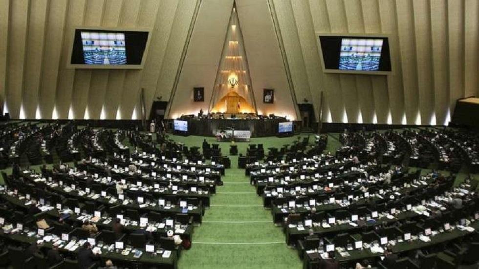 Det iranske parlament forlænger suspensionen af sine møder i to uger på grund af Corona