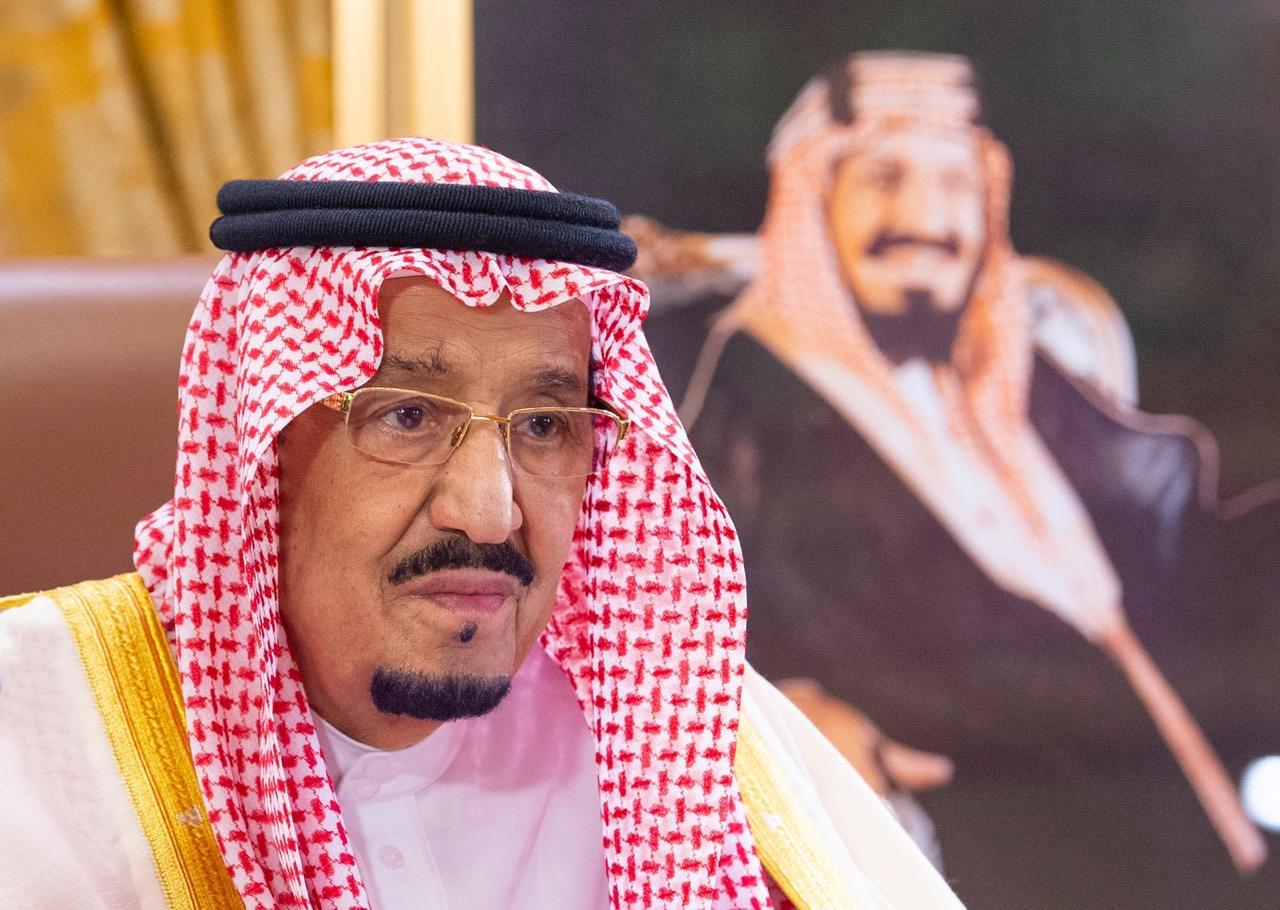 روايات عن سر ظهور صورة الملك المؤسس خلف العاهل السعودي بقمة الـ 20