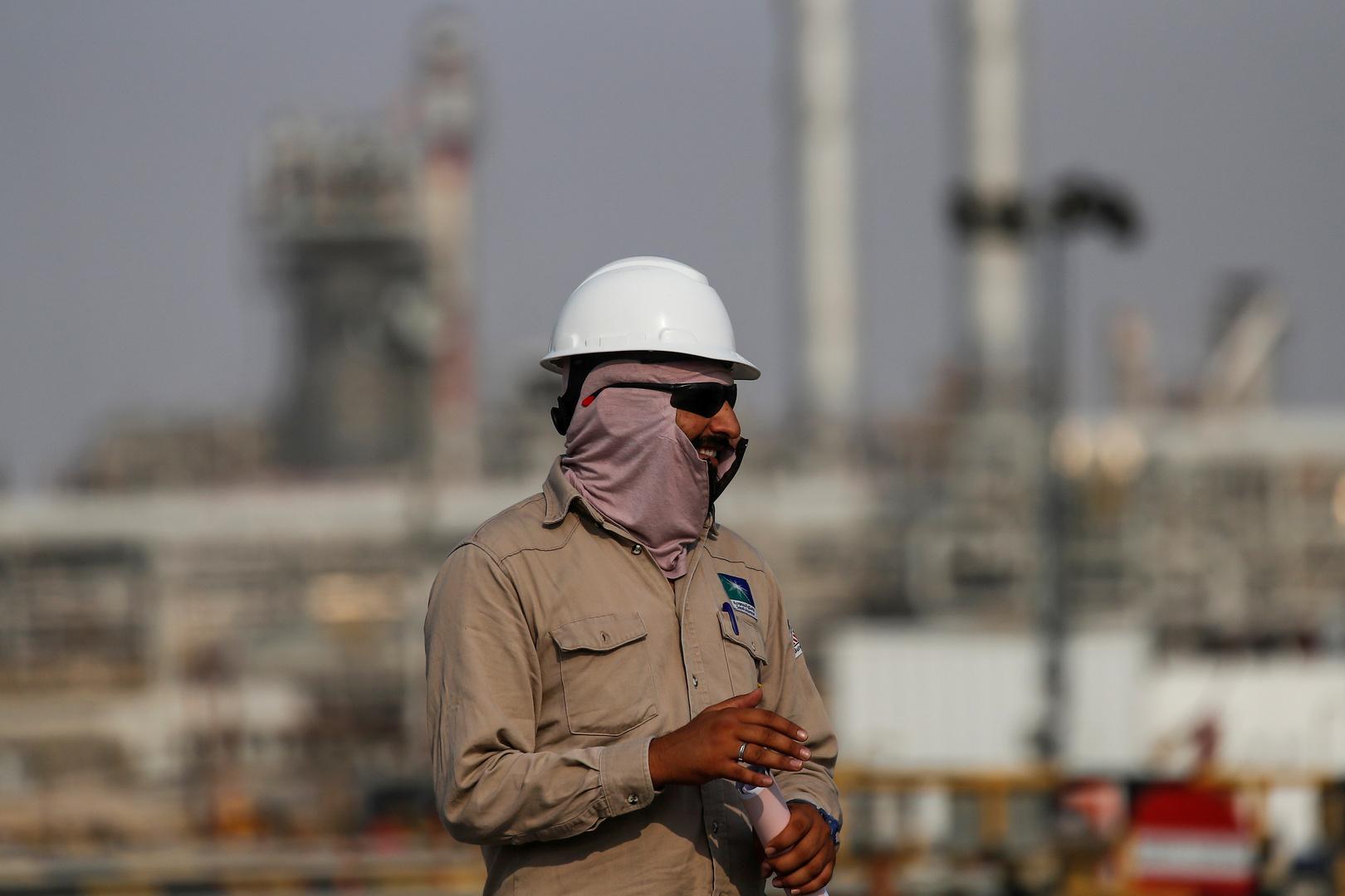 كيف تبحث روسيا والولايات المتحدة والسعوديون عن توازن نفطي جديد