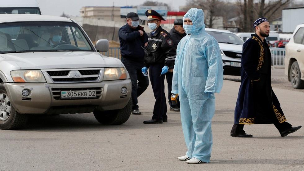 كازاخستان تأمر بتعليق العمل في أكبر مدينتين لمدة أسبوع