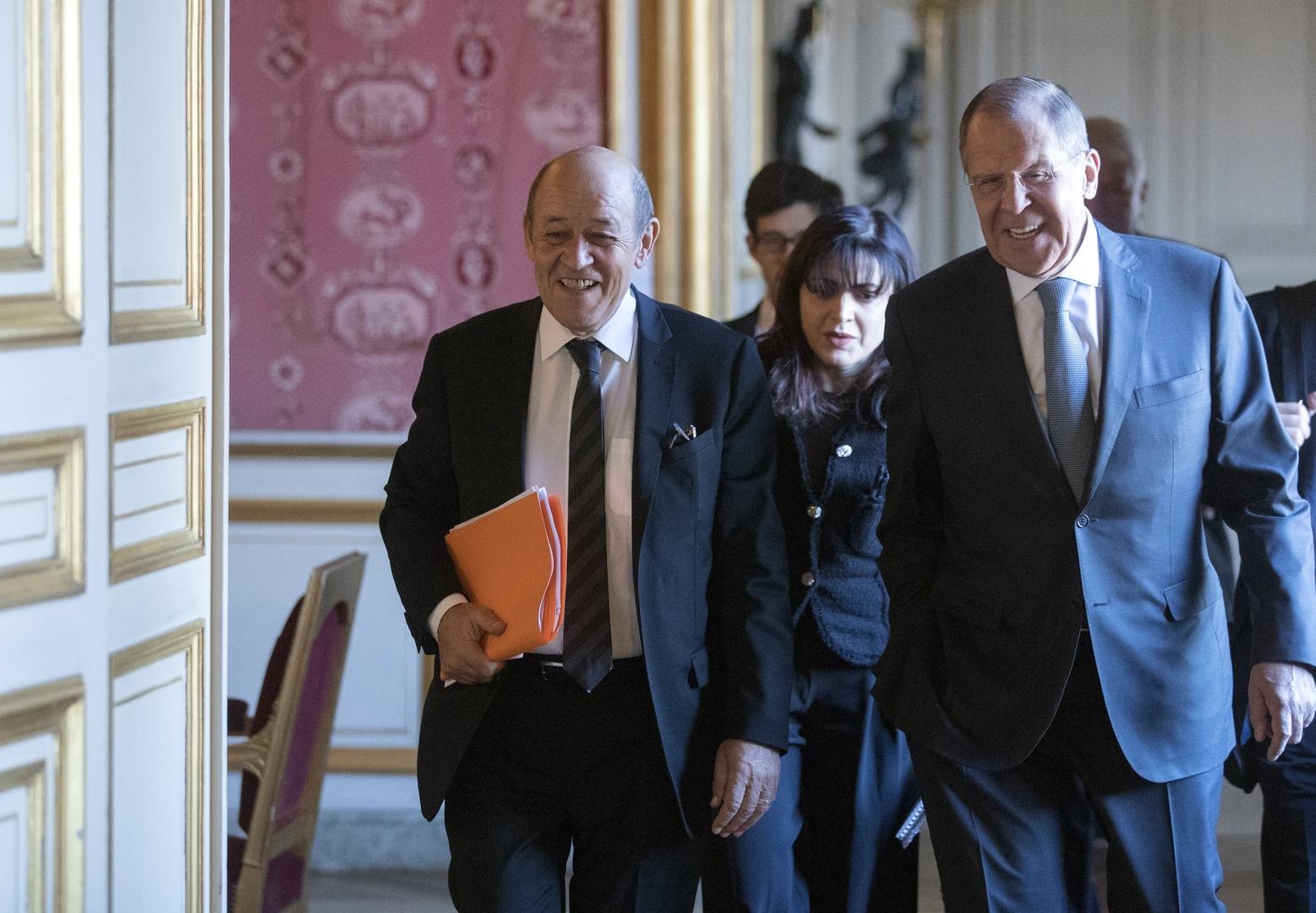 وزيرا الخارجية الروسي والفرنسي سيرغي لافروف وجان إيف لودريان