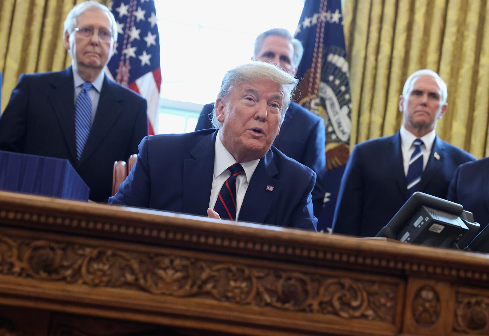 ترامب يوقع مرسوما باستدعاء العسكريين الاحتياط لمحاربة فيروس كورونا