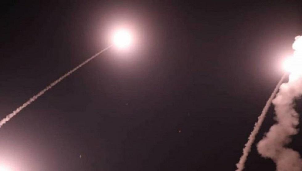 السعودية: إصابة مدنيين بشظايا صاروخ يمني تم اعتراضه فوق الرياض