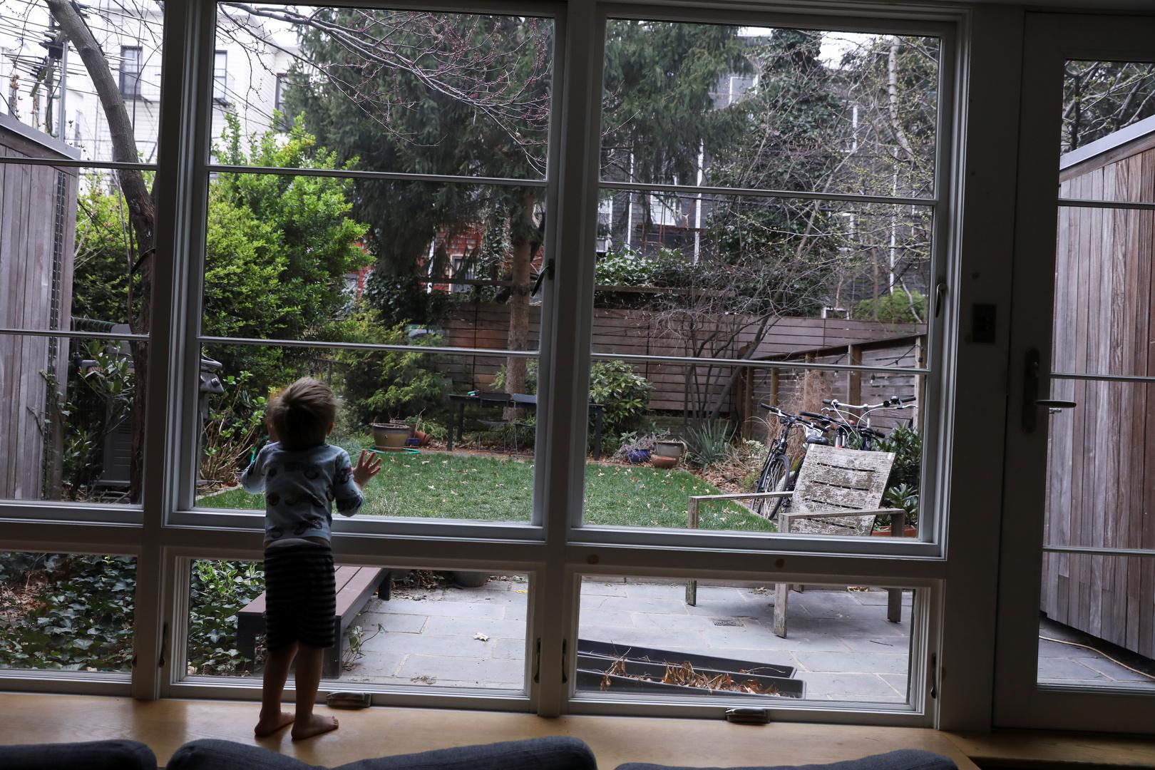 طفلة أمريكية قيد الحجر الصحي بسبب تفشي فيروس كورونا - نيويورك