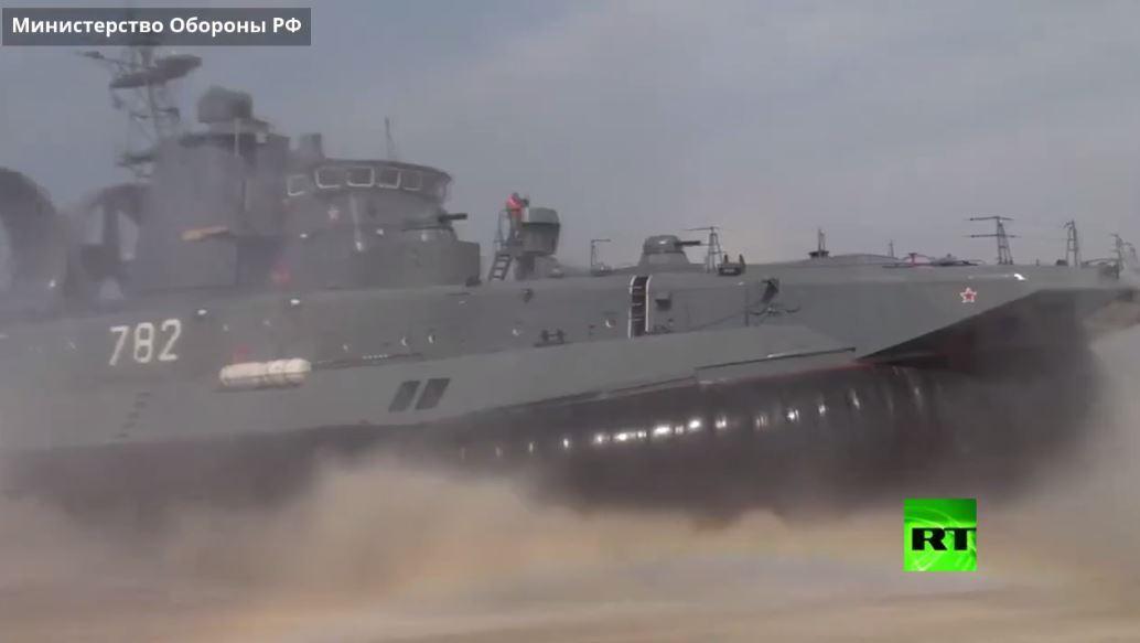 بالفيديو .. إنزال بحري للجيش الروسي غربي البلاد