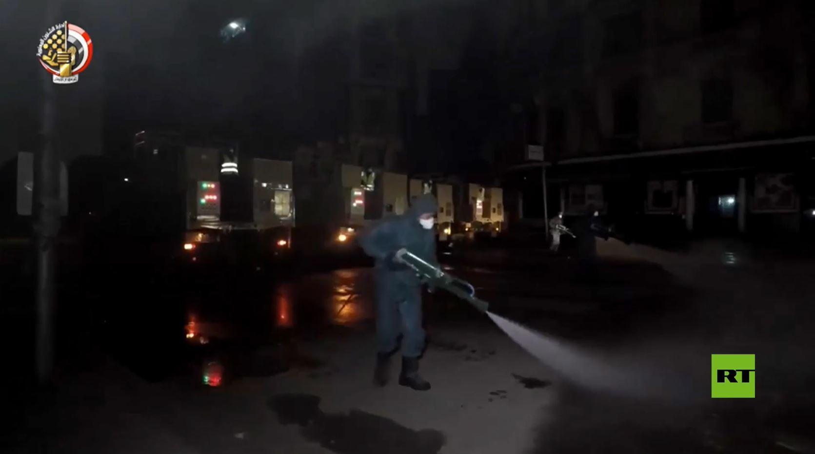 الجيش المصري يسهم في تطهير أحياء القاهرة