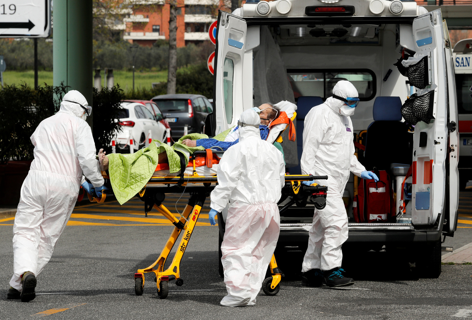 انخفاض لافت في وتيرة الإصابات اليومية بكورونا في إيطاليا