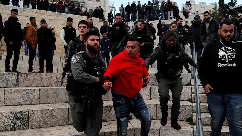 إسرائيل تعتقل شبانا فلسطينيين شمالي القدس عقب اشتباكات مسلحة - فيديو