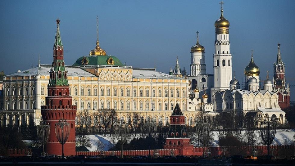 الكرملين: موسكو وواشنطن تواصلان بحث التعاون العملي في مكافحة كورونا