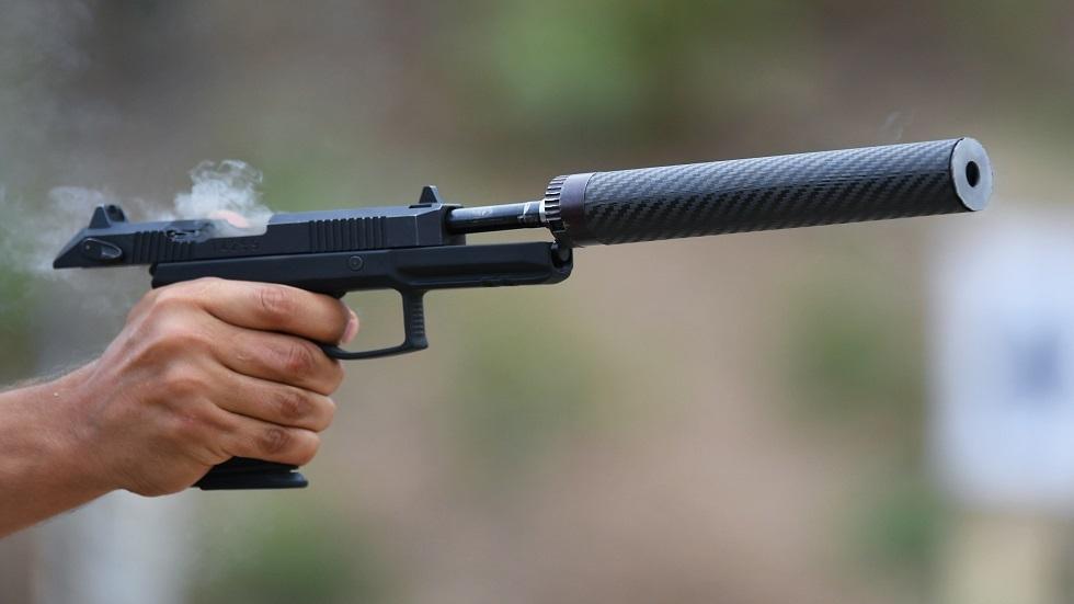 مسدس روسي يرمي بطلقات خارقة وصامتة في الوقت نفسه