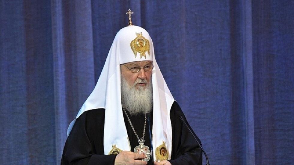 البطريرك كيريل يطوف بإيقونة العذراء متضرعا لله أن يقي موسكو وروسيا بلاء كورونا