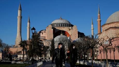 تركيا تمدد إغلاق المدارس حتى 30 أبريل بسبب كورونا