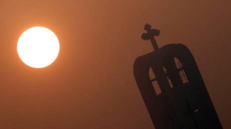 رغم حظر التجمعات.. أشهر ملياردير مصري يدعو للصلاة
