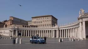 في إيطاليا.. يغنون عبر الإنترنت لمواجهة كوفيد-19 (فيديو)