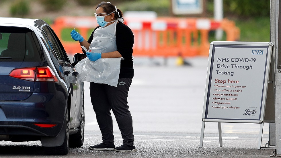 بعد انتقادات.. سلطات بريطانيا تتعهد بزيادة عدد الفحوص الخاصة بكورونا