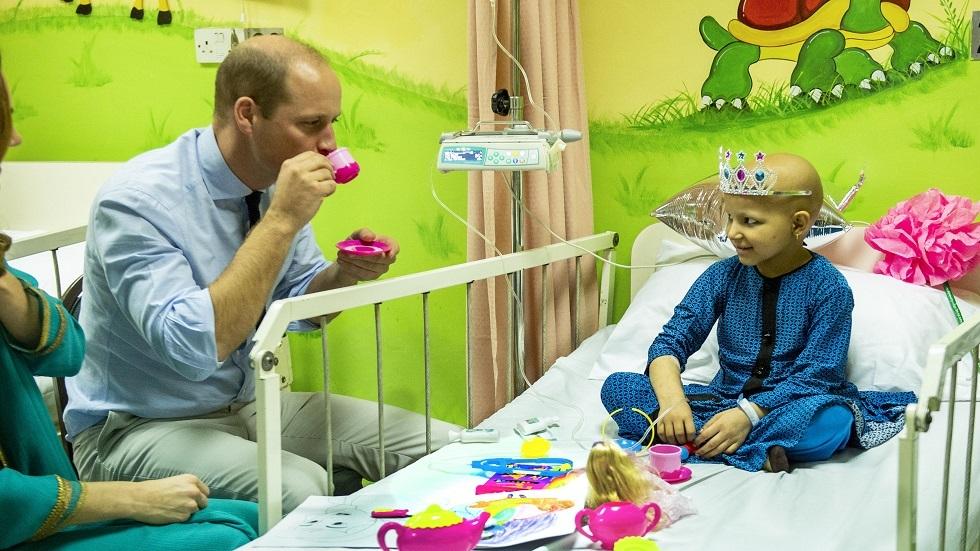 صورة أرشيفية (زيارة الأمير ويليام لأحد المشافي الباكستانية لعلاج مرض السرطان أكتوبر 2019)