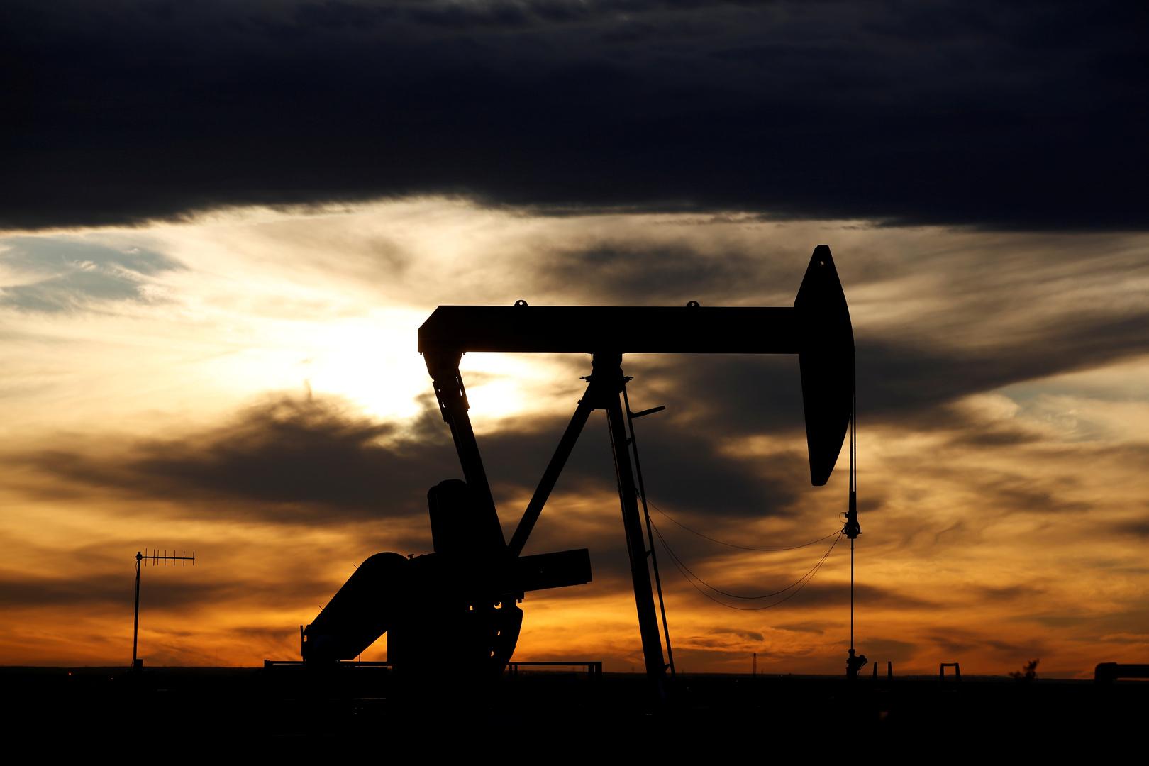 مسؤول أمريكي: بحثت خفض الإنتاج النفطي مع نوفاك