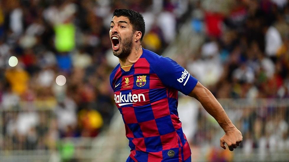 سواريز يرد على اتهام لاعبي برشلونة بالتأخر في خفض رواتبهم